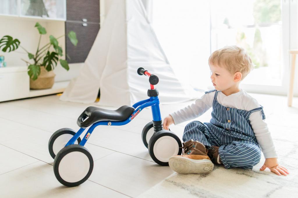 Как правильно ездить на беговеле ребенку?